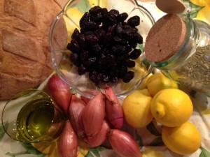 Typisch Sommer: Zitronenhähnchen mit Oliven und Schalotten