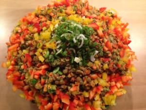 Linsensalat mit buntem Gemüse