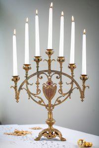 Zauberhafter, antiker Kerzenleuchter