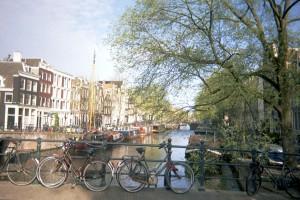 Eine der berühmten Amsterdamer Grachten