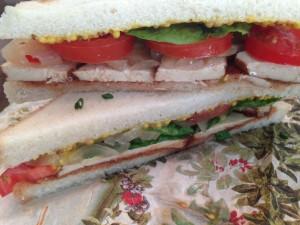 Fertiges Räuchertofu-Sandwich