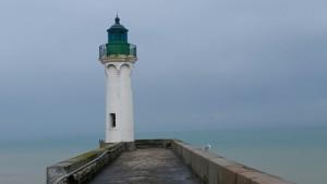 Leuchtturm an der Hafeneinfahrt von Saint Valéry en Caux