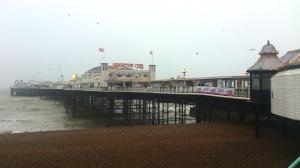 Auch bei typisch englischem Wetter schön: der Pier