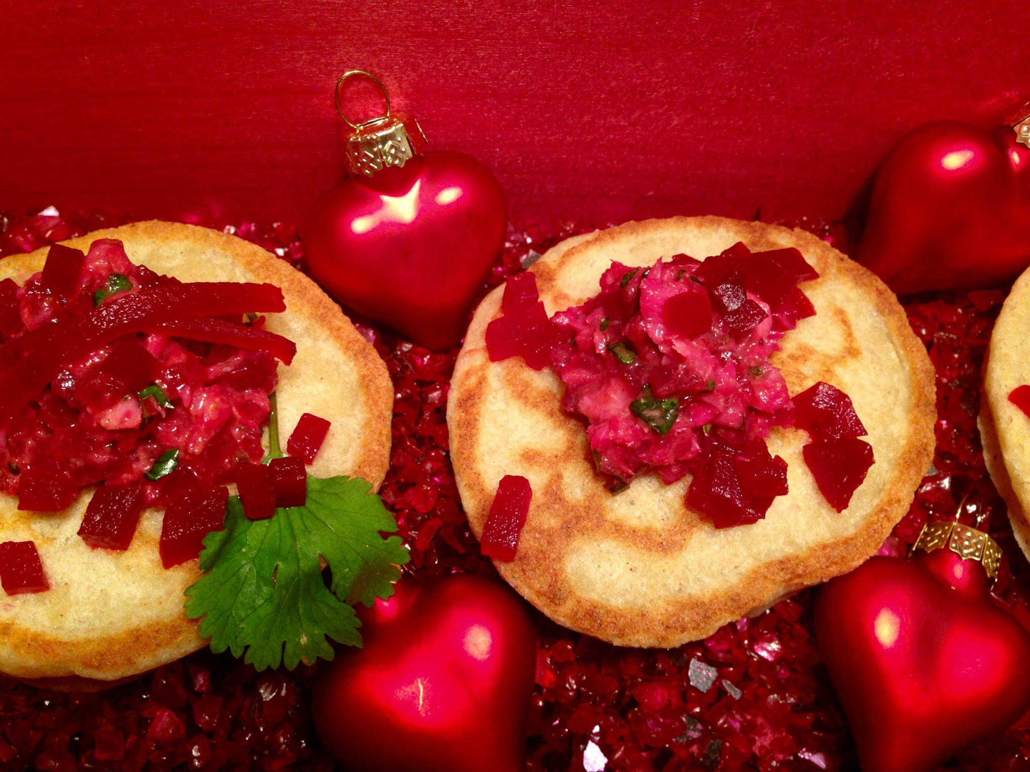 blinis russische buchweizenpfannkuchen mit rote beete salat. Black Bedroom Furniture Sets. Home Design Ideas