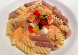 Pasta und Ofenpaprika-Rahm-Sauce mit Halloumi