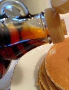 Ahornsirup Grad C, rotbraun und kraeftig im Geschmack