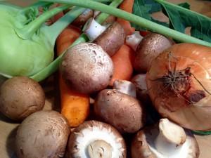 Kohlrabi, Pilze, Karotten, Zwiebel