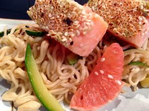 Asiatisch angehaucht: Lachswürfel mit Wasabi