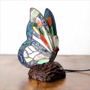 Bunte Schmetterlingslampe im Tiffany-Stil