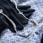 Modeklassiker Etuikleid in Silber