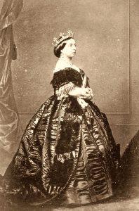 Queen Victoria in einer typischen Robe des 19. Jahrhunderts