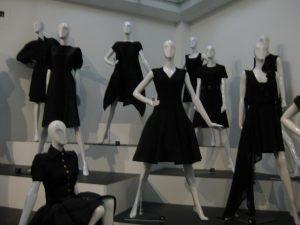 Schwarze Abendkleider wurde zum Klassiker