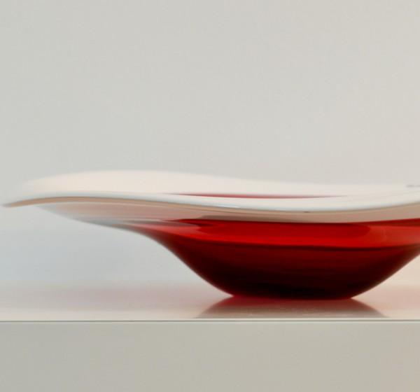 Rot-weisse Kristallschale