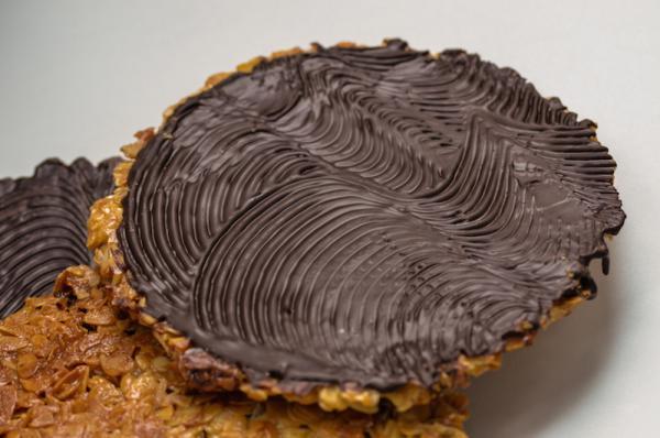 Amai Pralinen - Riesenflorentiner mit dunkler Schokolade