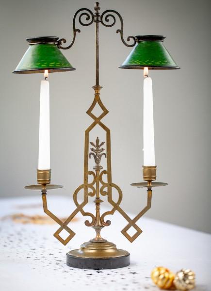 Leuchter mit Lampenschirmchen