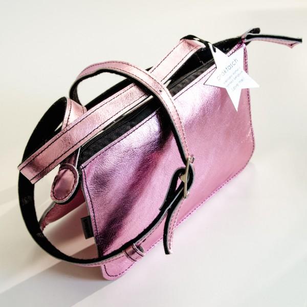 Modische Handtasche in fröhlichem Rosé