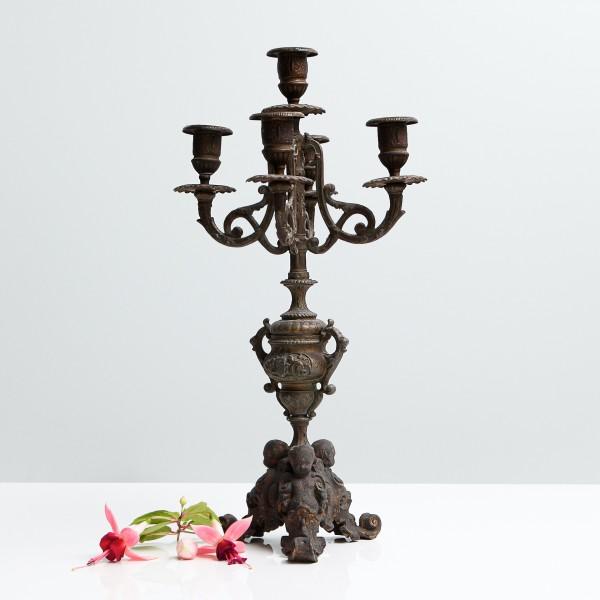 Kerzenständer mit Verzierungen